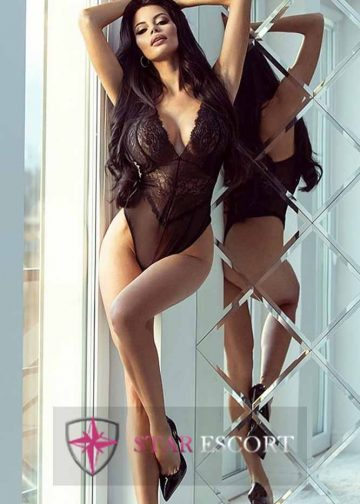 Hot Amsterdam escort lady with long legs and a gorgeous body